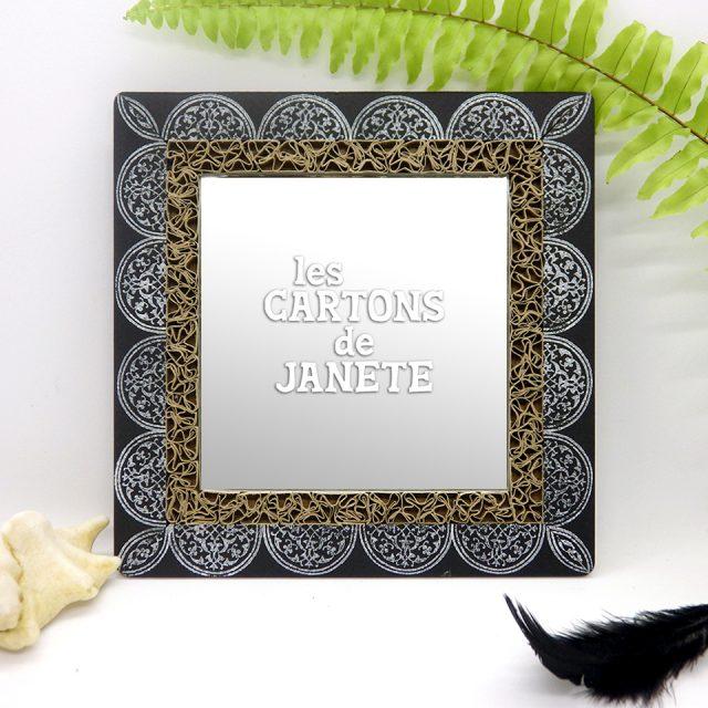 miroir10X10-encadrement_dentelle_de_cartonet_dessin_au_tampon-motif_royal-dimension_totale_14X14cm-existe_en_dore_ou_blanc_25e